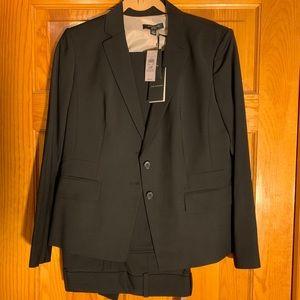 New w/ tags! Ann Taylor Wmn's Black Pants Suit 12P
